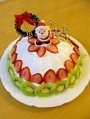 クリスマスに苺ムースのドームケーキ