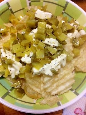 ポテチのピクルスとチーズのせ