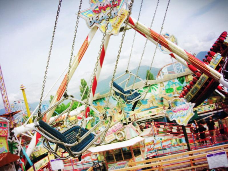 遊園地やテーマパークの年間チケット