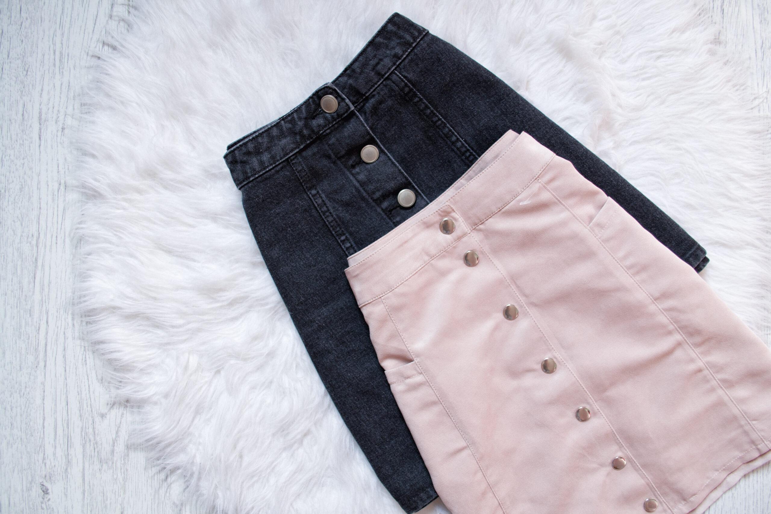 ③タイトスカートや硬いジーンズばかりはいている