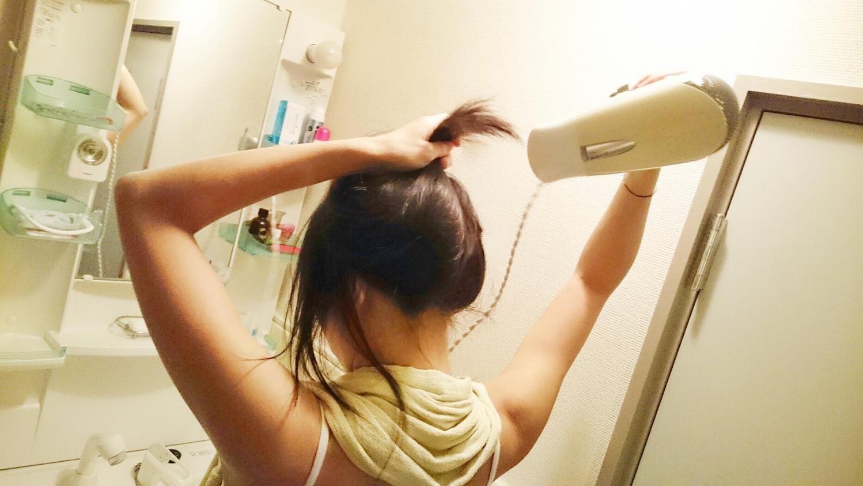 髪を濡らして乾かす