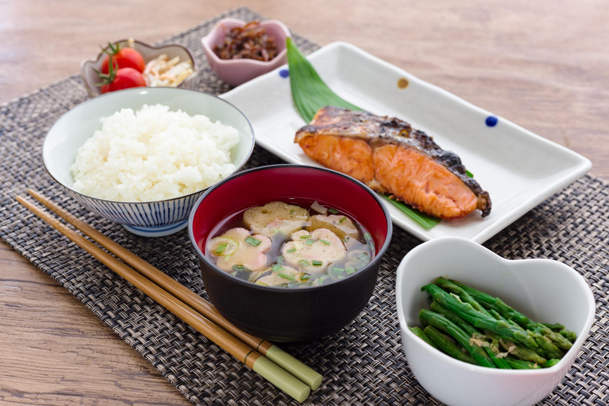 主食、副菜、主菜のバランスの良い食事を!