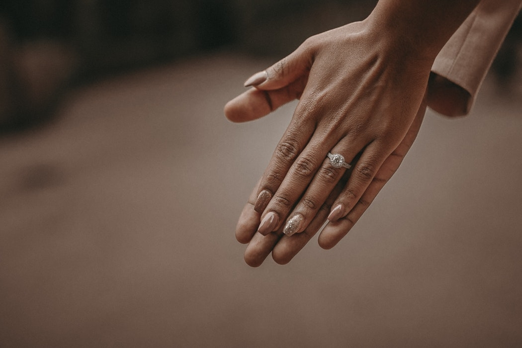 |爪表面の汚れや油分を拭き取る