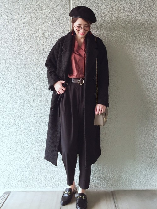 15)上品でマニッシュなシックカラー×黒チェスターコート