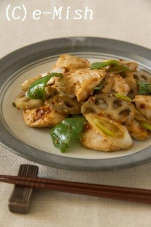 【ココナッツオイル】鶏肉とれんこんのごま味噌炒め