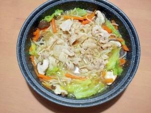 タジン鍋で簡単!豚ばら肉と野菜たっぷり鍋♪