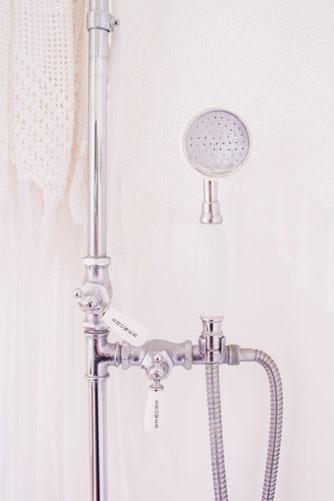 1.髪をぬるま湯でよく濡らす