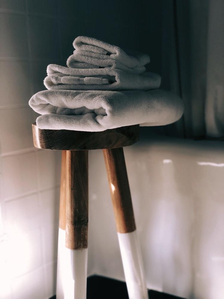 1:蒸しタオルで毛穴を開いて