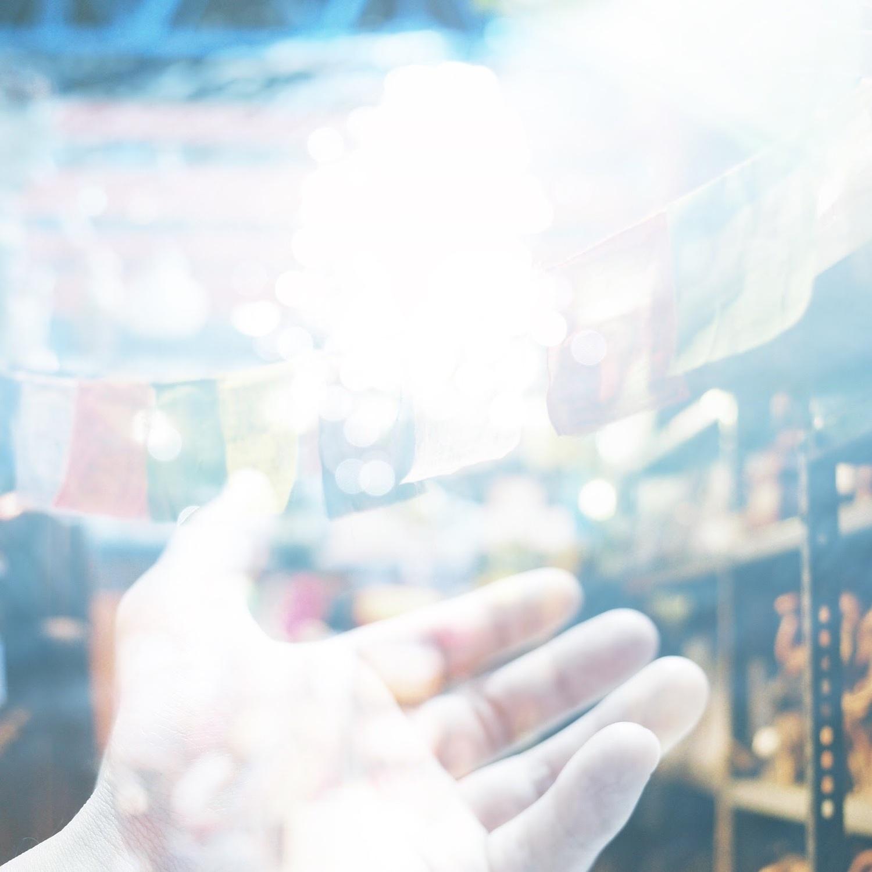 →目線はカメラの少し上で光を取り込む