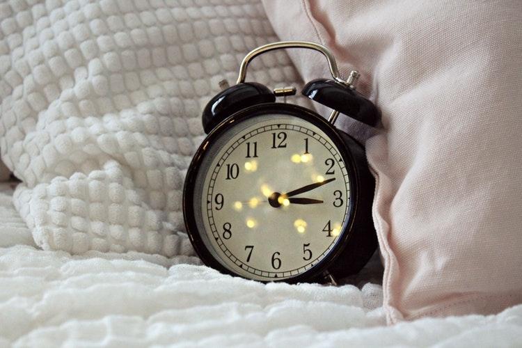 03_目覚ましをセットしてしっかり寝る