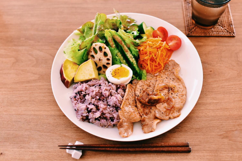 4:豚肉料理を食べてビタミンB1を摂取する