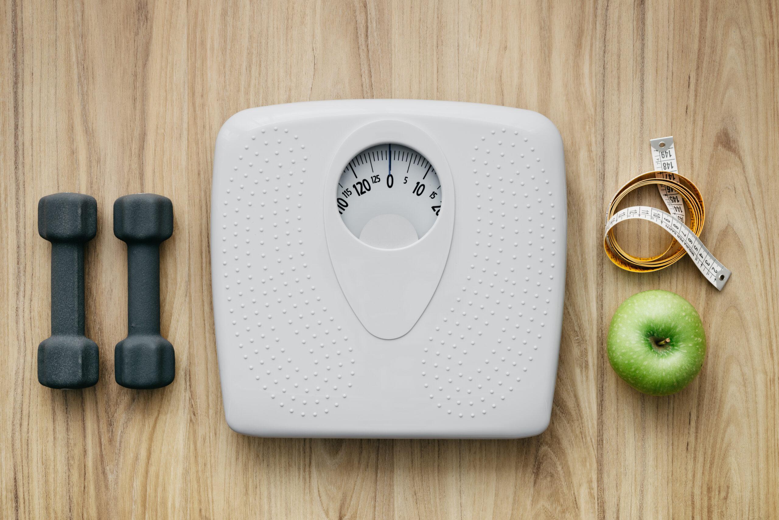毎日、朝と夜に体重計に乗る