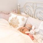 可愛くデコレーションされたベッド