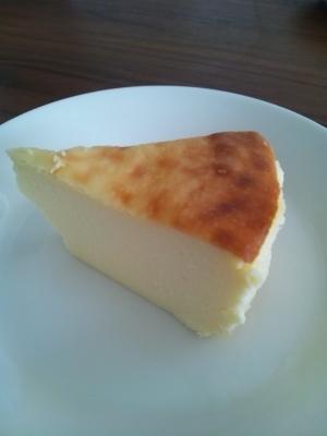 ヨーグルトでヘルシー♪簡単ベイクドチーズケーキ