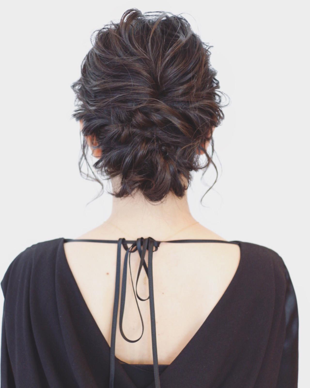 編み込みでまとめ髪
