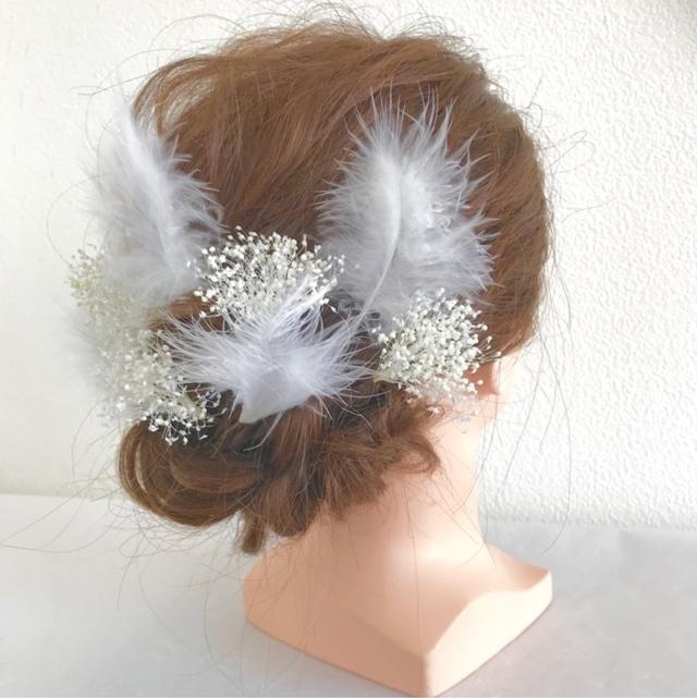 羽根とかすみ草の髪飾り