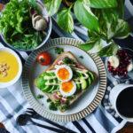 朝食からおつまみまで。アボカド好き必見!簡単お洒落なアレンジレシピ12選