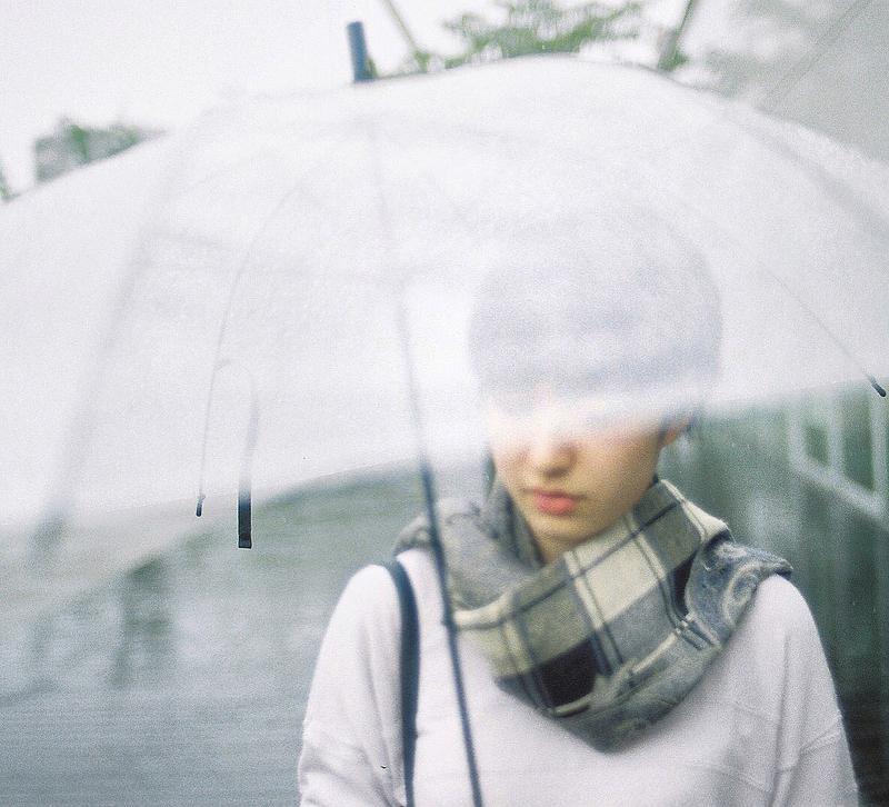 天気予報は雨のち雨。前髪崩壊大ピンチ!をチャンスに変える簡単アレンジテク5連発