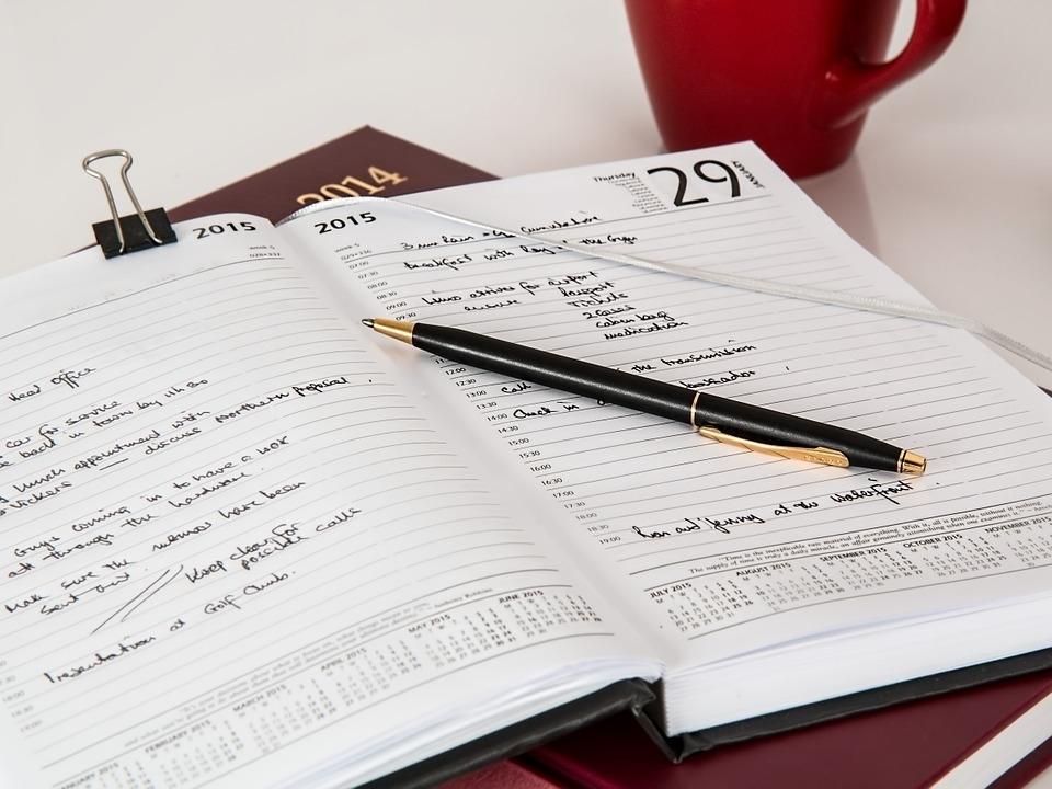 今年こそ綺麗に!と決意したのにぐちゃぐちゃ。スケジュール帳を見やすく書く方法