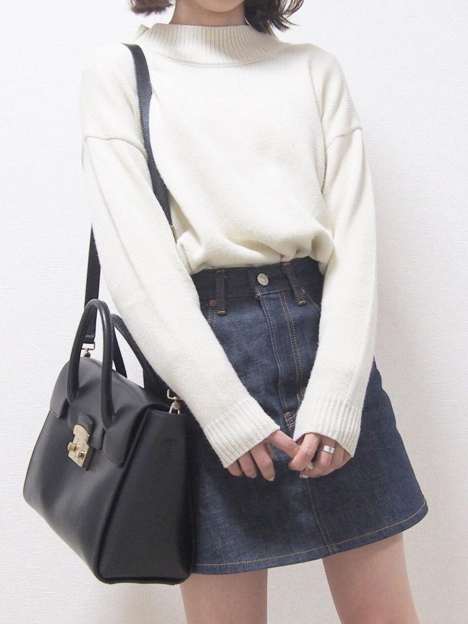 下腹ポッコリをラク〜に解決♡タイトスカートが似合うお腹を作る「座って足ぶみ」エクササイズとは