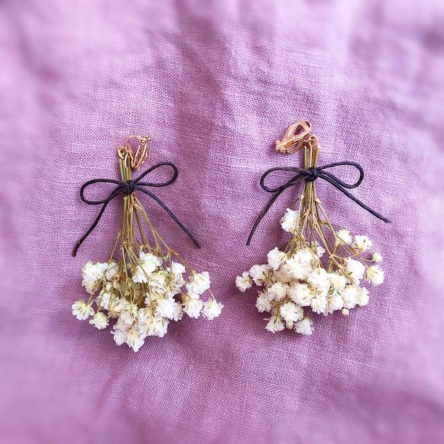 プレゼントは花束です。耳元を華やかに彩ってくれるブーケイヤリング