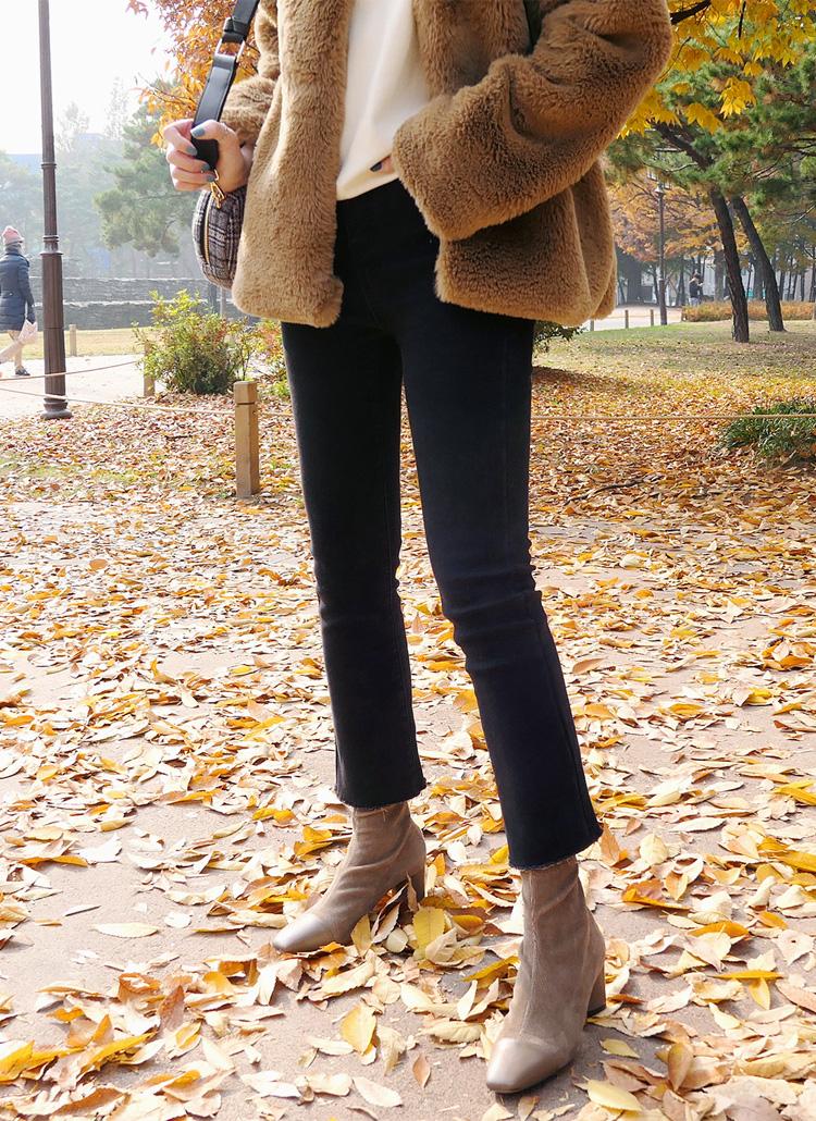 参考にすべきはオシャレな韓国女子。美脚効果を狙ってブーツカットパンツをはくべし!