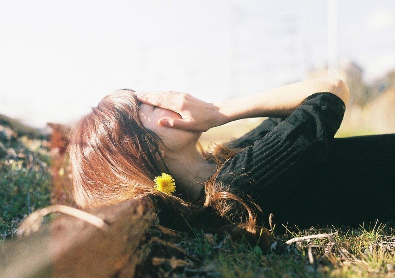 『片想い・失恋・遠距離』恋に悩む女の子を救ってくれたのはある言葉だった…。涙が出る恋の名言15選