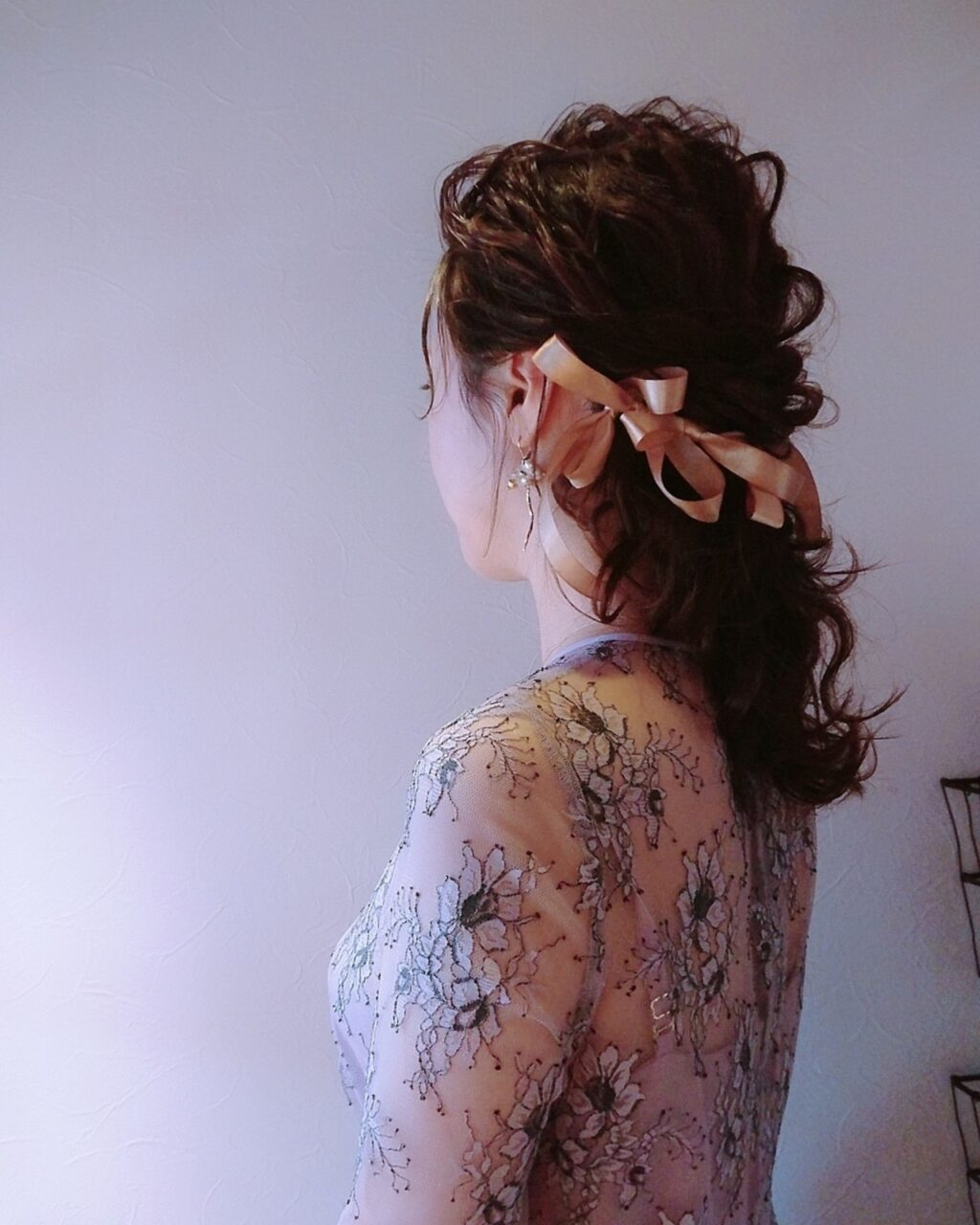 結婚式にもダウンスタイルを。ロング、ミディアムのお呼ばれアレンジ10選