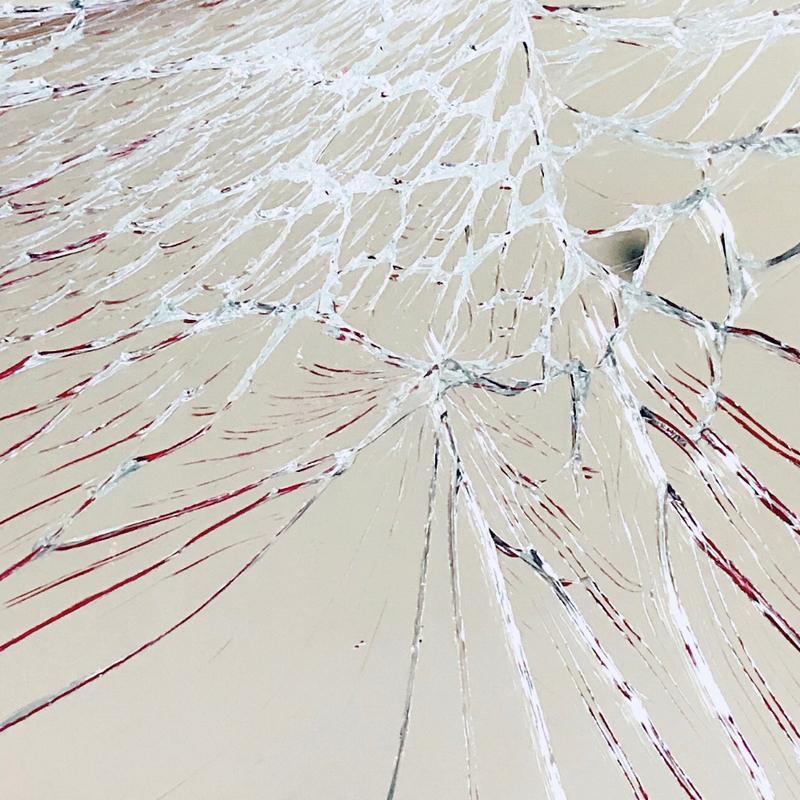 (;;)ガラスが割れた