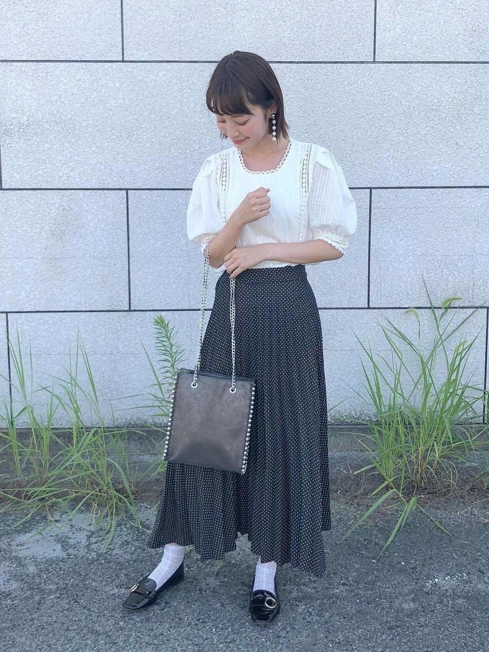白ブラウス×プリーツスカート