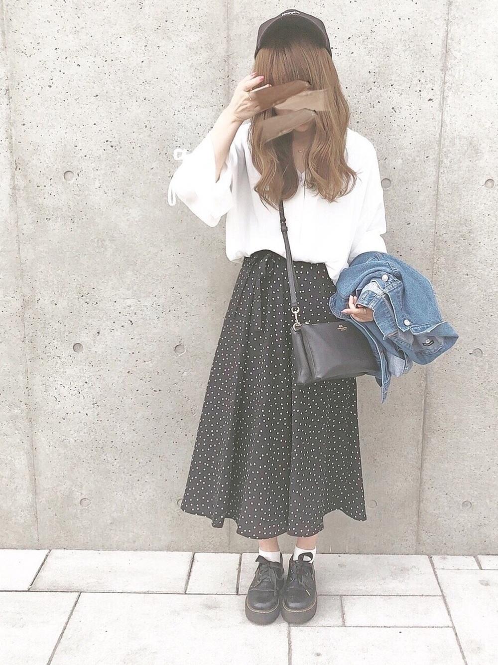 白スリーブトップス×ドットロングスカート