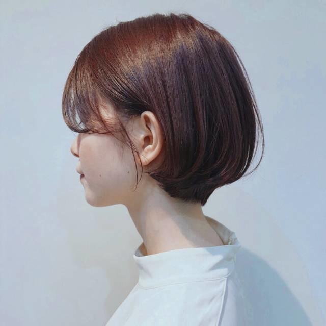 [ショート]髪の毛からも色気を出せる、片耳かけを