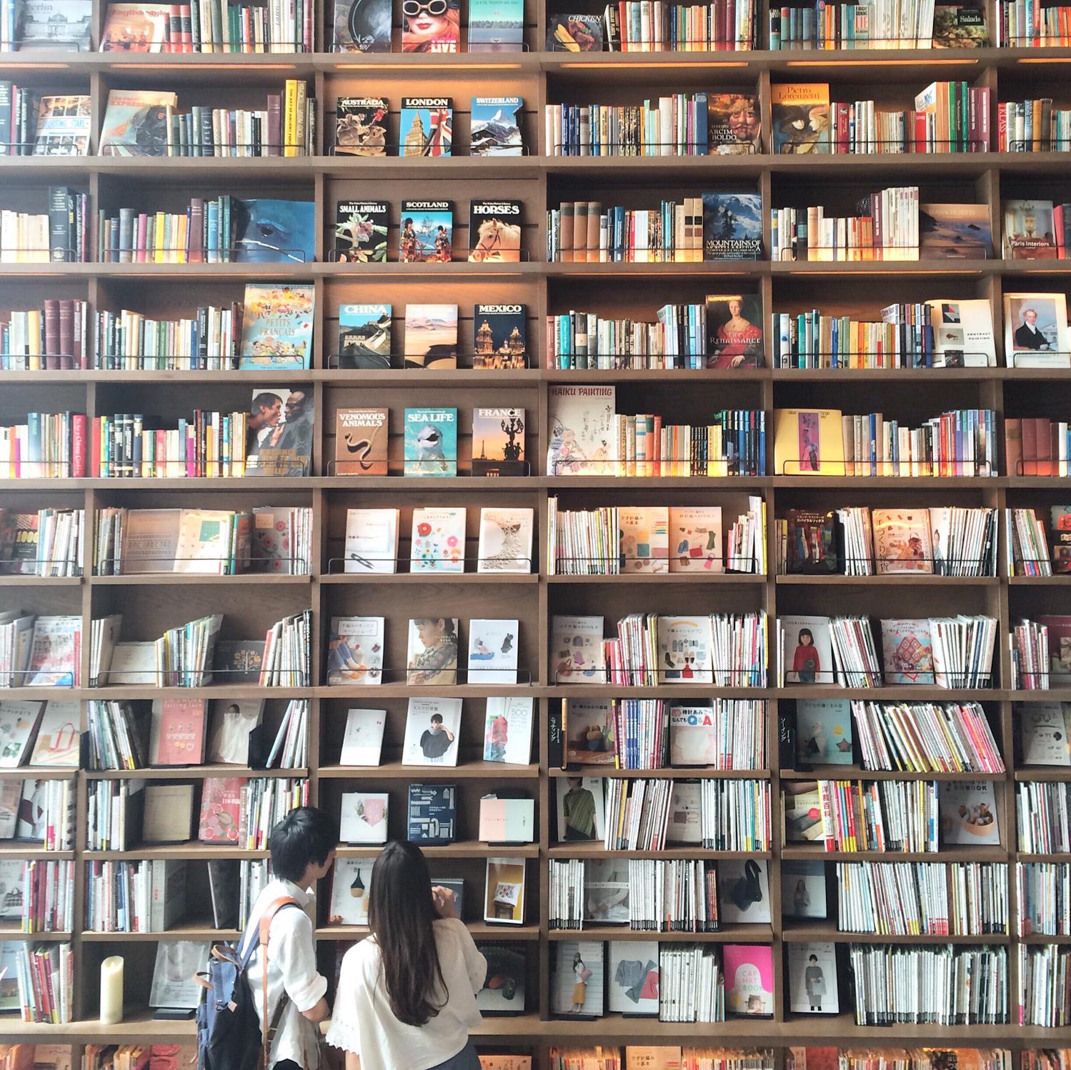 きれいな収納で読書もはかどりそう