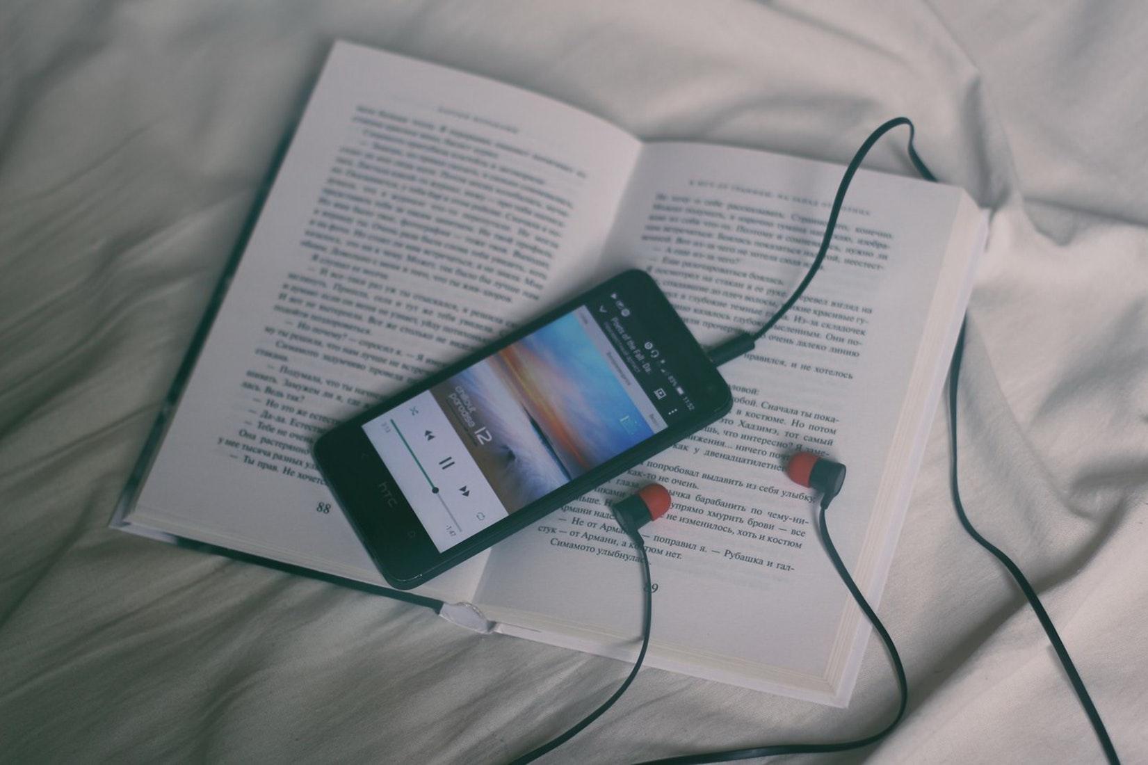 アップテンポな音楽をかける