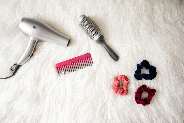 _髪の毛を乾かす
