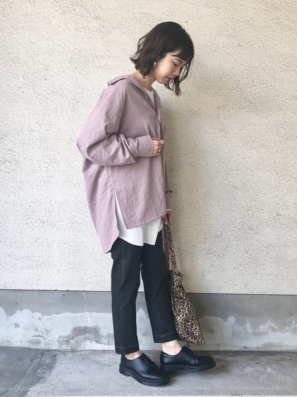 くすみピンクシャツ×デニム