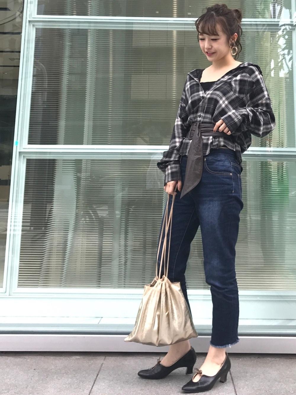 黒チェックシャツ×デニム