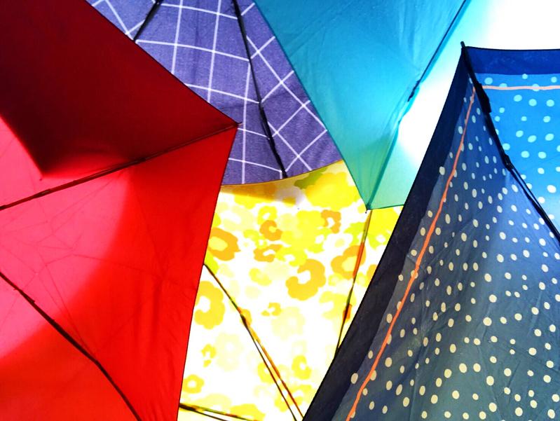 日差しや雨には折りたたみ傘で持ち物美人に。コンパクトで便利なおすすめ12選