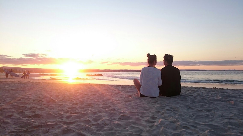 海を眺めるデート