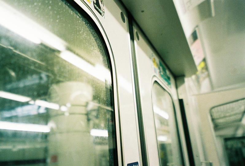 「電車で熟睡」はNGですよ…!