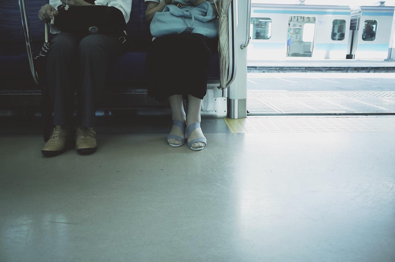(1)きちんと脚を閉じている