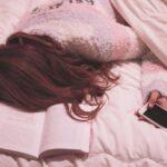 寝落ちしている女性