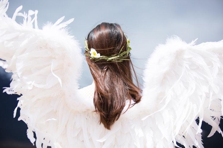 _ 天使の輪っか、頭にありますか?