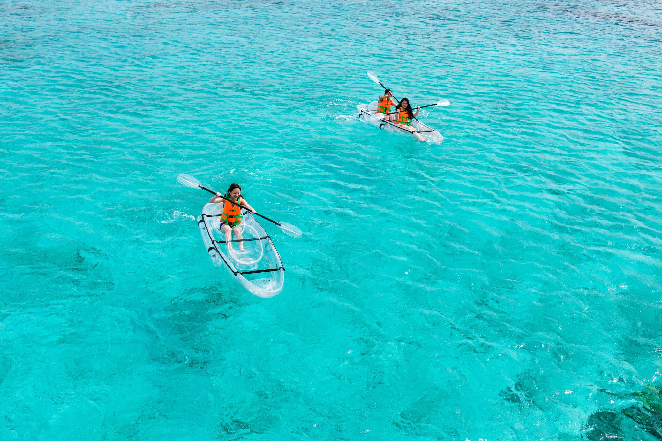 1)憧れのクリアカヤックを「ナガンヌ島」で。