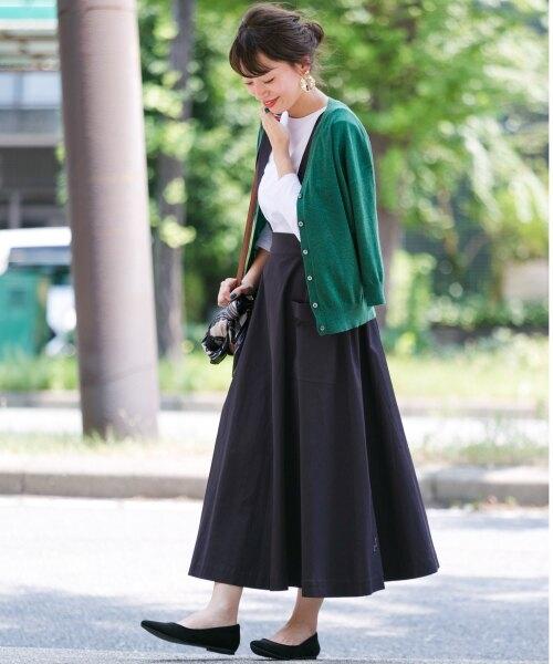 ネイビーサスペンダー風スカート×グリーンカーディガン