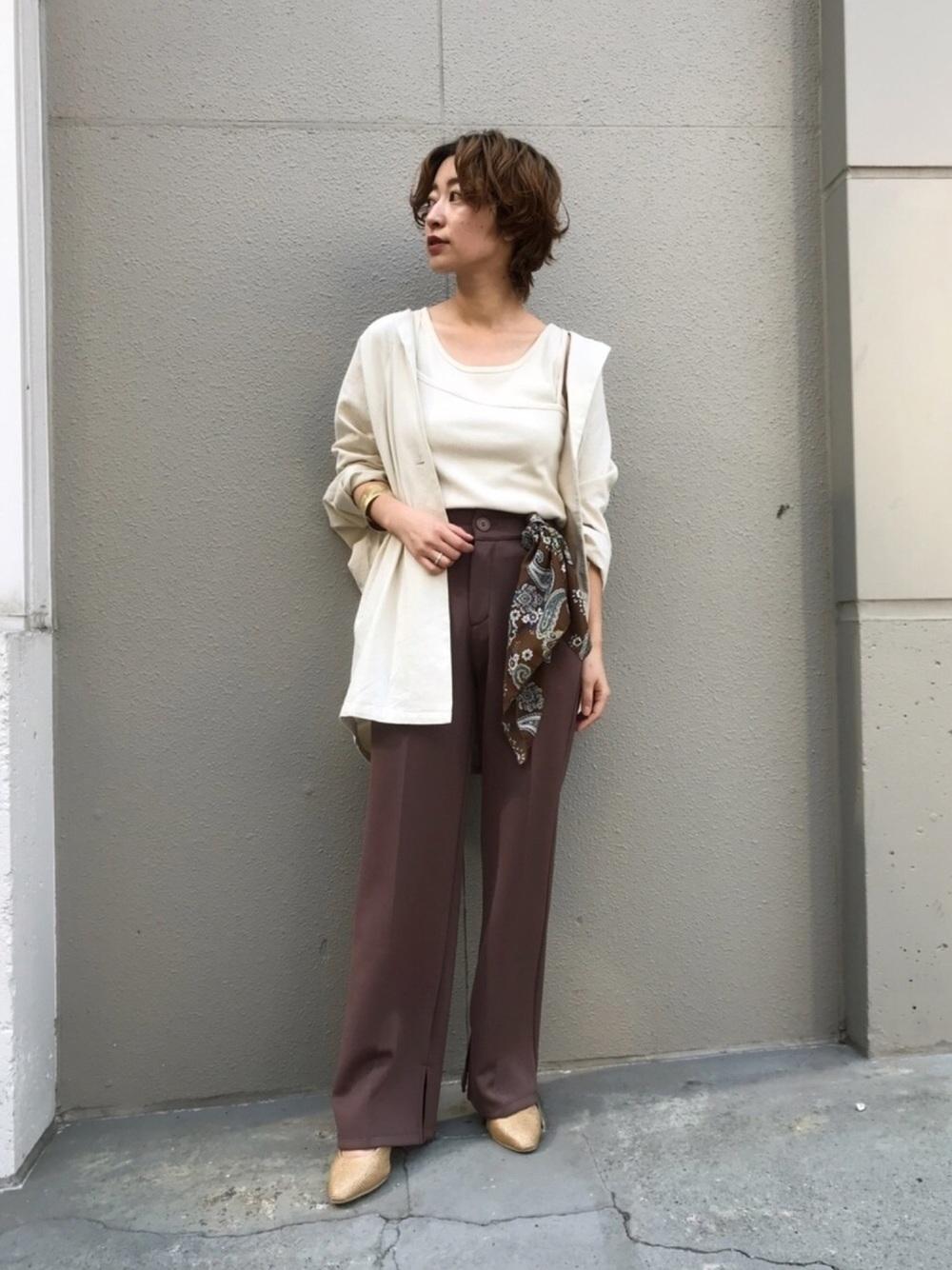 ×茶色パンツでマニッシュに