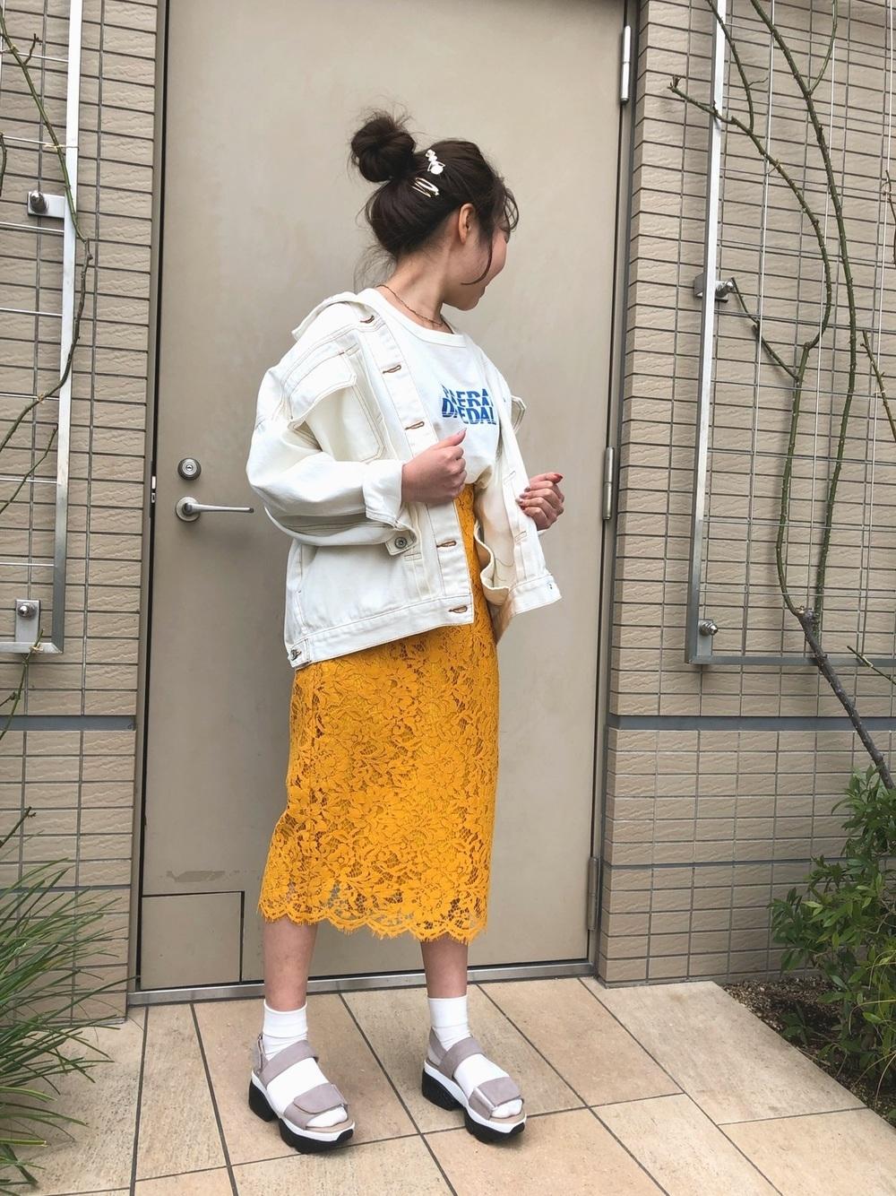 ×黄色スカートでフェミニンに