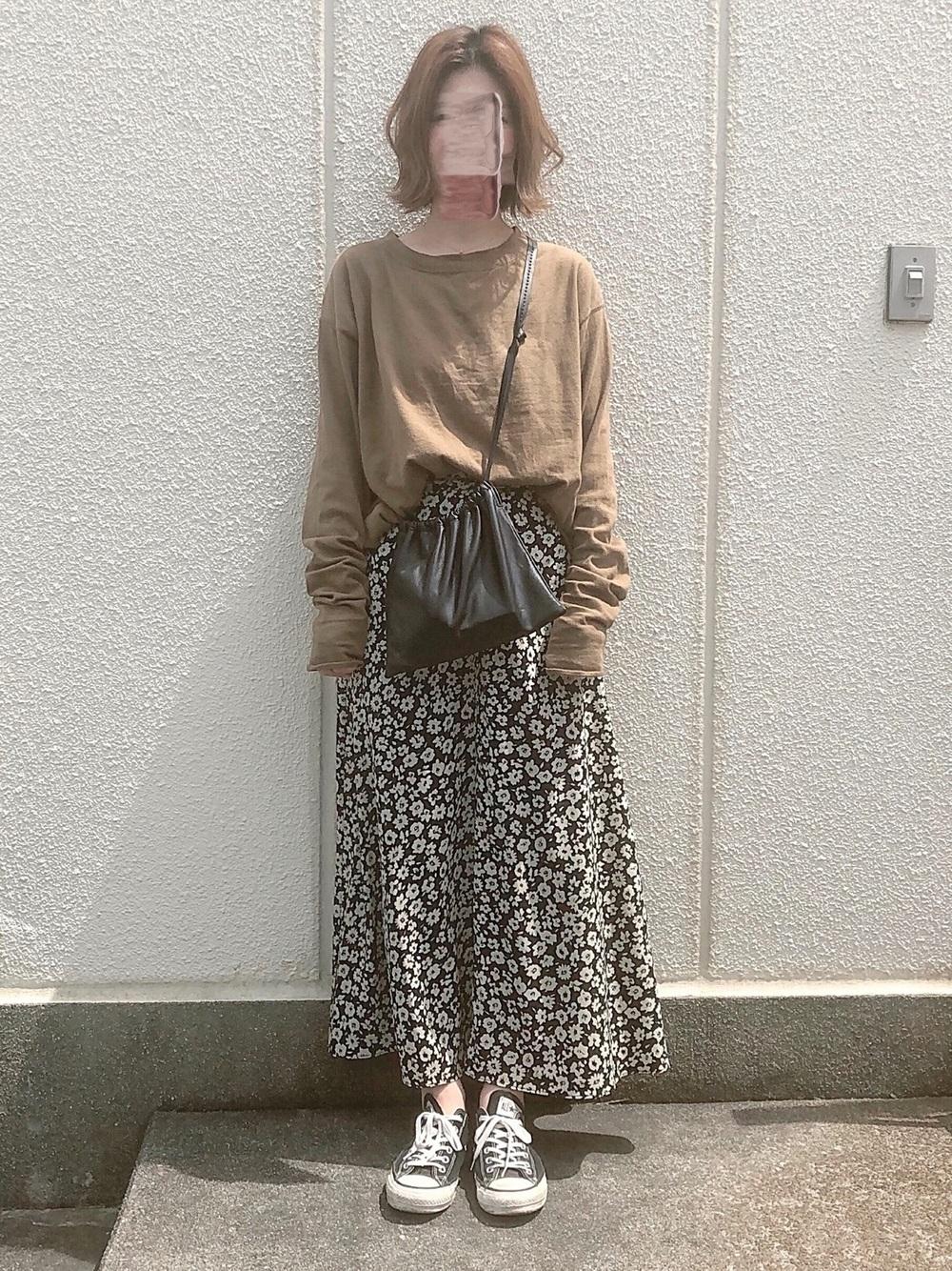 花柄マキシ風スカート×マスタードカラープルオーバー