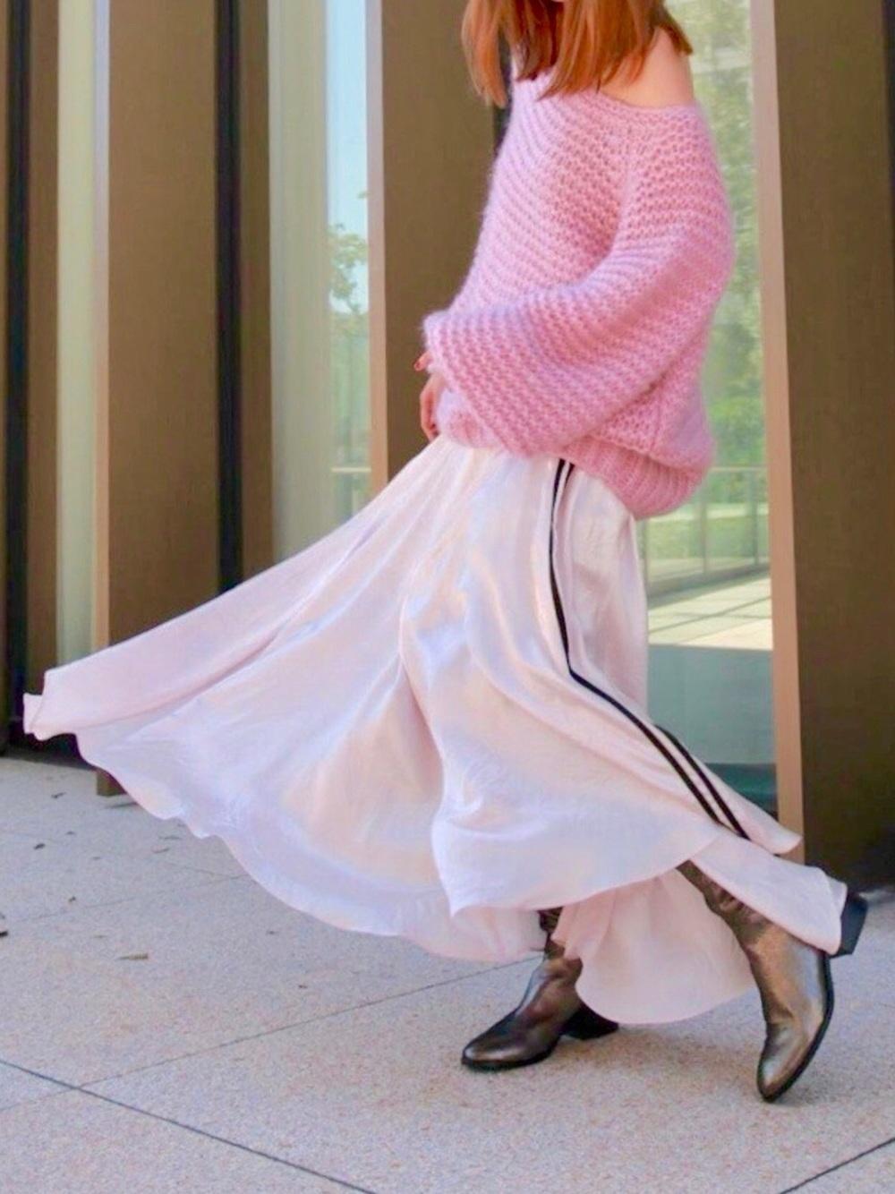 ホワイトロングスカート×ピンクニット