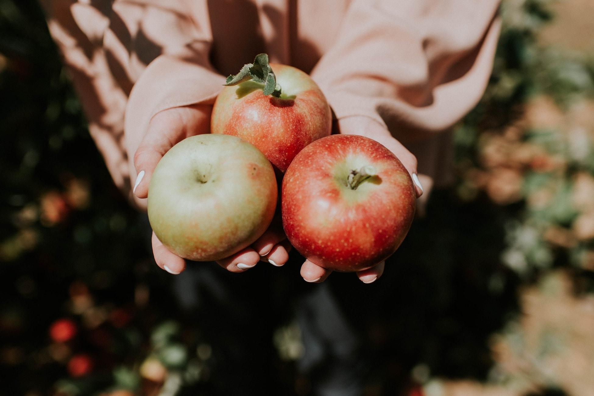 りんごのマークは自分色に染めて